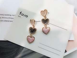 Love shape earrings (Pink)