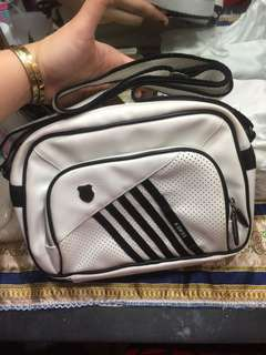Preloved Authentic Kwiss sling bag medium! Good as new!