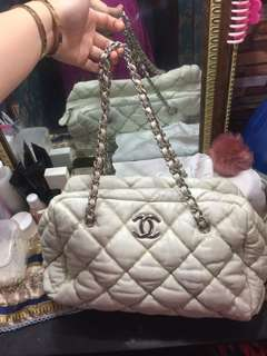 Preloved chanel lambskin bowler cream bag!With ykk sipper and holo!