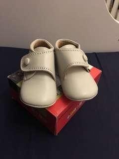 Infant leather shoes