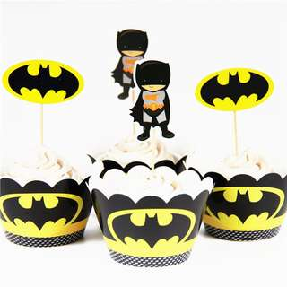 Superheroes Batman party supplies - Batman cupcake toppers and wrappers
