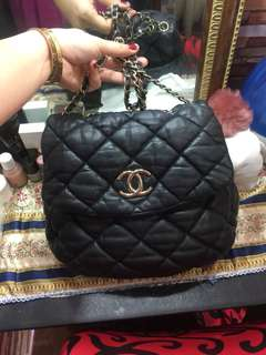 Preloved chanel lambskin bag!  Two way! With holog!