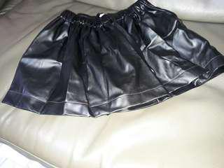 全新 黑色皮裙