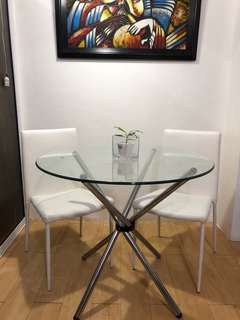 Glass-top round dinner table