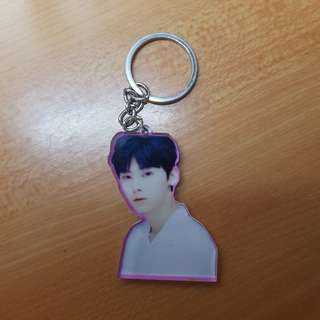 wanna one minhyun keychain