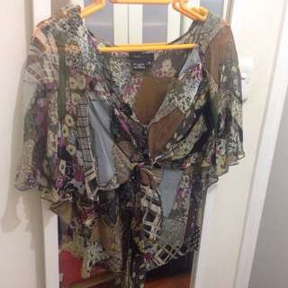 BCBG silk chiffon printed top with fluted ( butterfly ) sleeves
