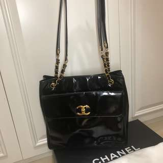 Chanel 漆皮雙面使用Bag full set  with box. 95%new