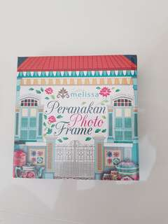 Peranakan photo frame