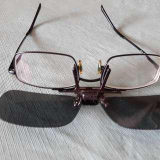 e278a61770  Ray Ban  Metal Spectacle frame with clip-on polarized sun lens.