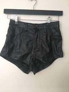 Leatherlook shorts