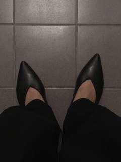全新 軟真皮尖頭短跟涼鞋