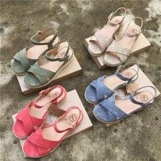 🚚 《早·衣服》暑7來襲☀️小坡跟法國浪漫氣質交叉帶軟底沙灘鞋羅馬鞋平底涼鞋(預)