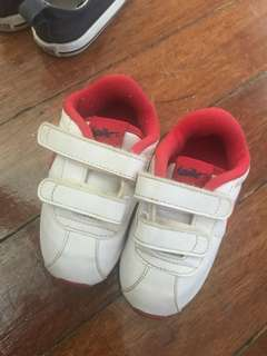Pre❤️ Nike Shoes (Size 5C)