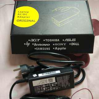 Laptop AC/DC Adapter 100-240 V