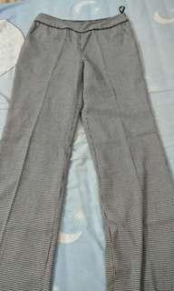 Celana hitam putih