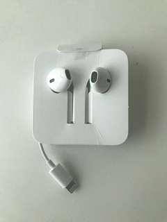 Apple earphones iphone
