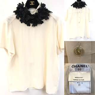 Chanel white with black collar top size 40