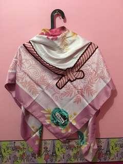 Kerudung segi empat / hijab