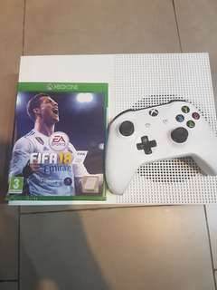 Xbox one S with FIFA 18