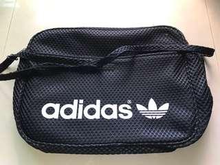 🚚 斷捨離 Adidas網狀尼龍材質斜背包