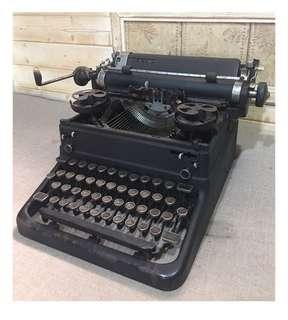 🚚 古董鐵製打字機 No,059