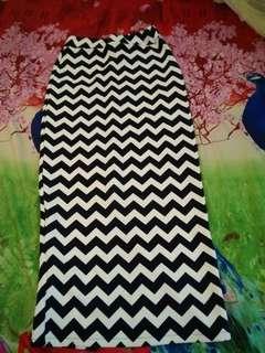 Skinny skirt motif