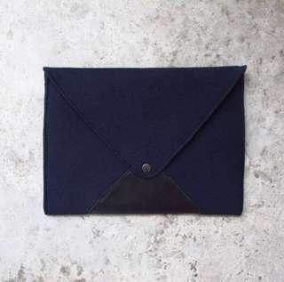 🚚 Felt laptop sleeve in Navy Blue