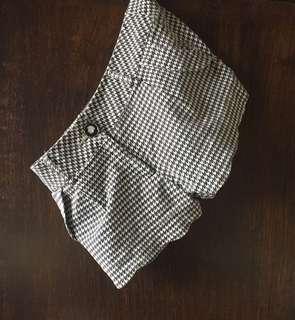chekered shorts