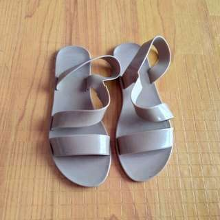 Nude flat sandals