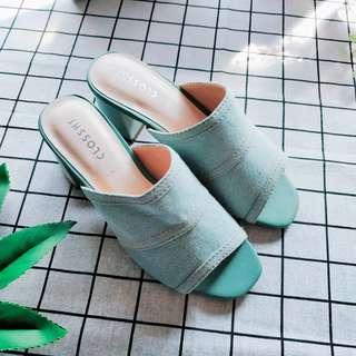 日本帶回~CLOSSHI牛仔縫線魚口中跟鞋/LL/丹寧 穆勒鞋 涼鞋 方跟 度假風【alin美妝雜貨】