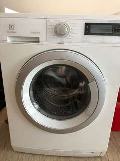 9kg Electrolux washer with steam option