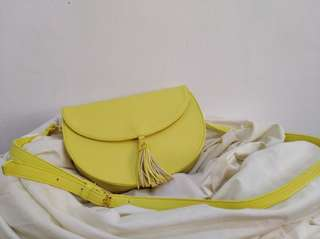 Abby Jocson Yellow sling bag with tassel