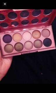 Eyeshadow & powder foundation