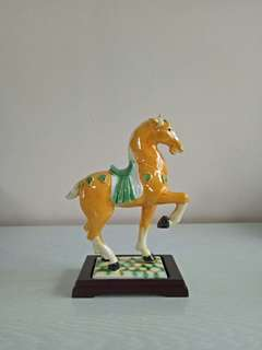 Porcelain Horse Perfect Condition + wood stand and box