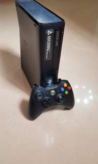 Xbox 360 Black with Kinet and 320GB Storage