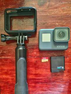 ***Repriced***GoPro Hero 5 Black (USED, w/o original box/packaging) with Hand grip extension pole, USB Charger & 32gb SanDisk memory card.