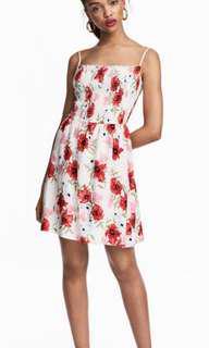 🚚 (全新免運)H&M渡假風細肩帶抹胸抓皺木耳邊花洋裝連身裙
