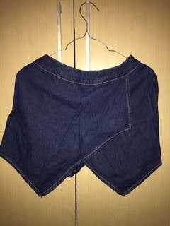 Rok celana levis