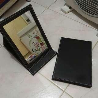 化妝鏡 黑色 $8/1 共兩塊 13*21cm 鏡面