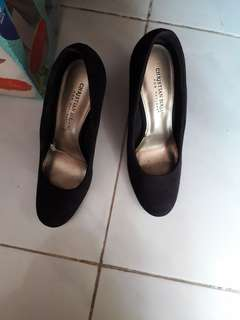 Sepatu brandedChristian sirano