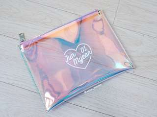Exo Hologram Pouch