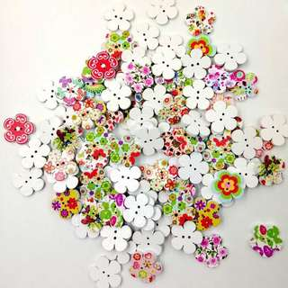 100 pcs Wooden Flower Buttons