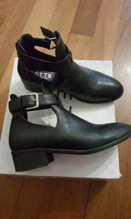 Black leather boots sz 6