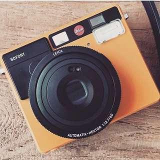 Leica Sofort Polaroid/Instax-like Camera