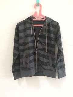 Jaket abu garis