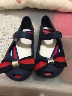香香鞋。 各一 和平鴿/白。蝴蝶結藍/紅