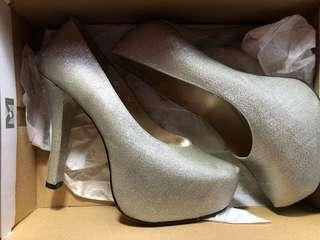 gibi heels (size 35)