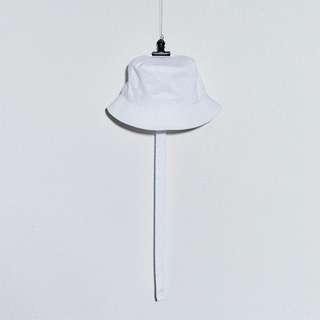 Peaceminusone white bucket hat