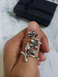 Elegant Flower stem Ring