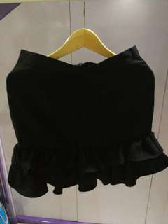 Cloth inc skirt size XL fit up to L only